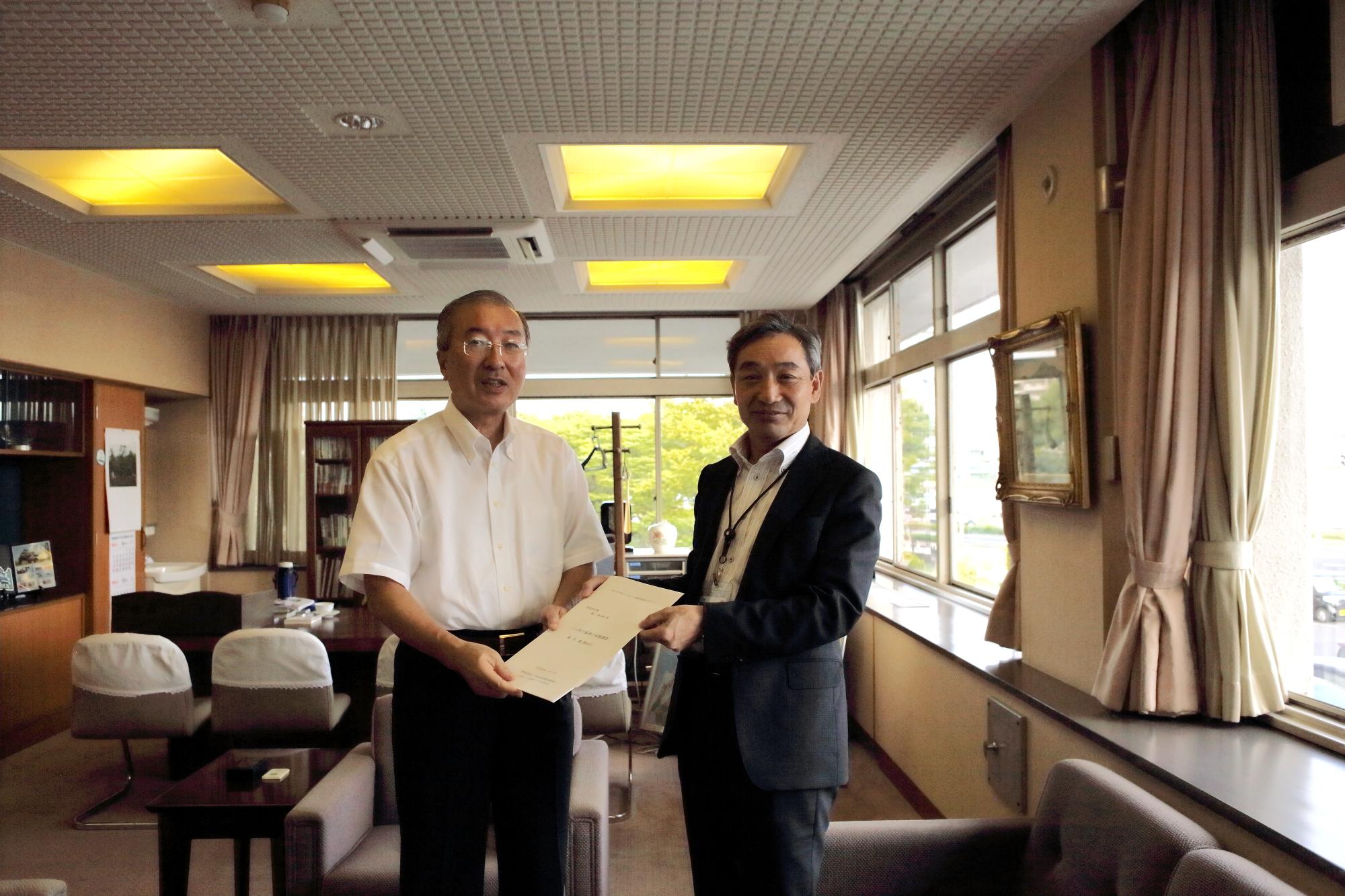 松浦松江市長へ報告書提出